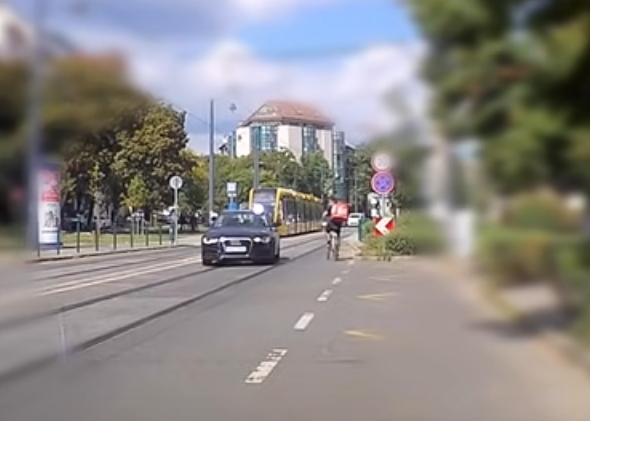Dupla záróvonalon, forgalommal szemben a villamossínen