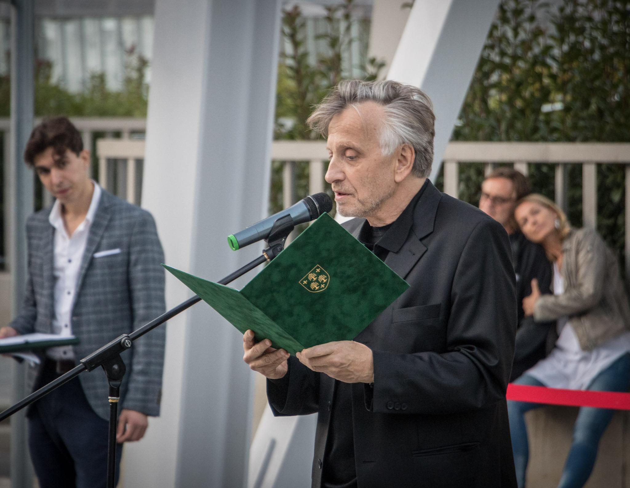 Mácsai Pál a Szabó Magda sétány avatásán