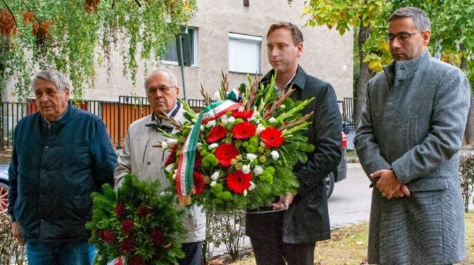 Koszorúzás Schittenhelm Ede honvédtüzér síremllkénél
