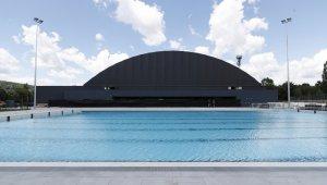A Gyarmati Dezső Uszoda a küldső medence felől
