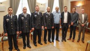 Rendőrök jutalmazása a polgármesteri hivatalban
